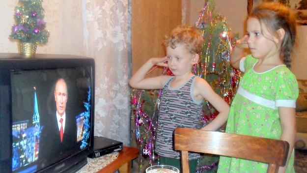 Внуки подполковника в отставке слушают Верховного Главнокомандующего ВС РФ, 23:55, 31.12.2012