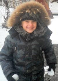Внук Андрей готовится атаковать деда...