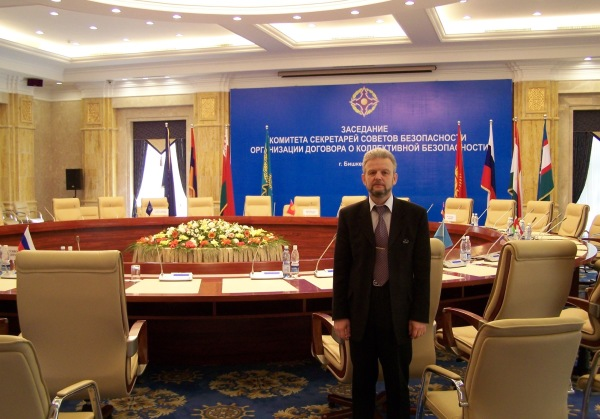 Готовлюсь к выходу в прямой эфир с заседания ОДКБ в Бишкеке